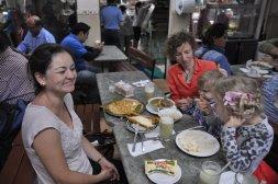Obiad w mercado San Jose z mieszkanką Kostaryki