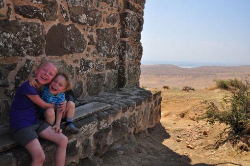 Dzieciaki odpoczywaja w Udabno