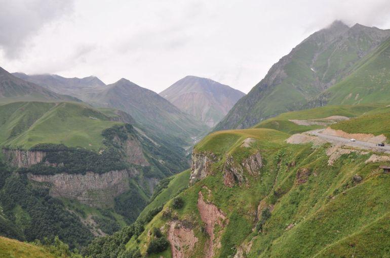 Widoki przy drodze do Kazbegi