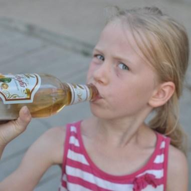 Orzezwiajacy gruzinski napój