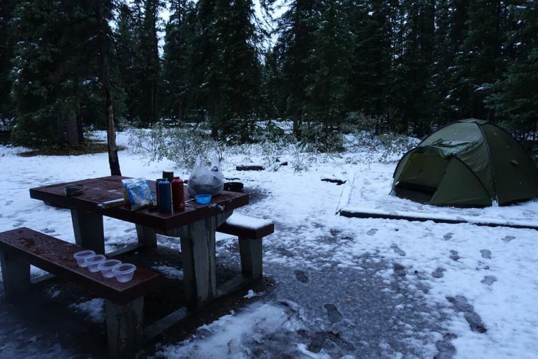 Namiot zimą w Kanadzie