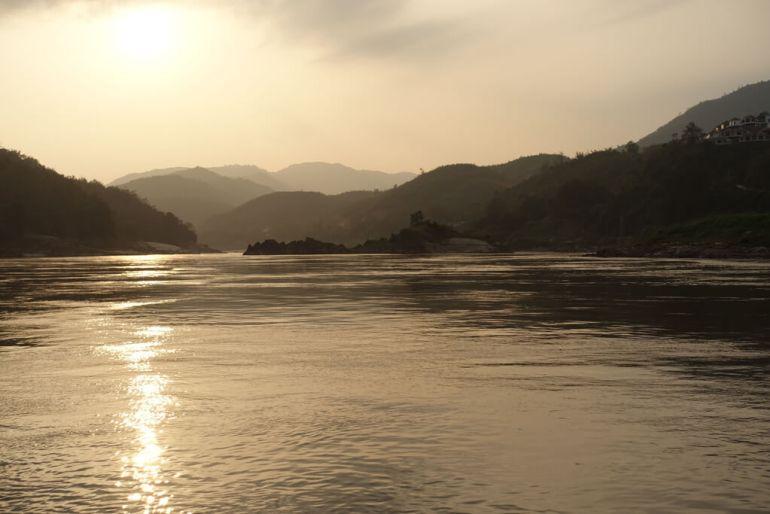 Zachód słońca nad rzekąMekong