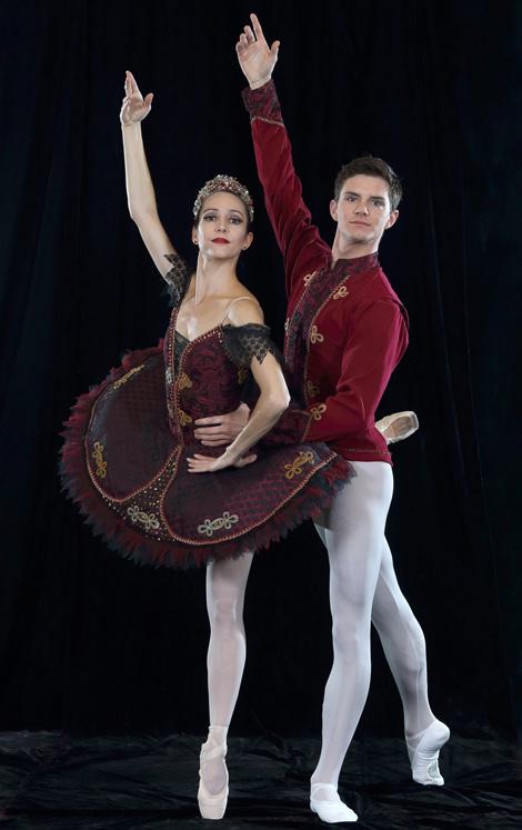 Kim Vieira en Daniel Szybkowski in Paquita