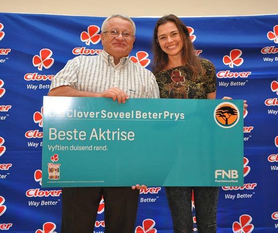Tinarie van Wyk Loots ontvang die prys vir beste aktrise