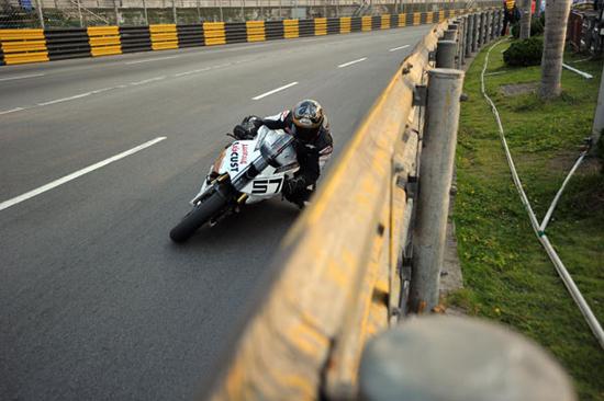 Rogue Mag Motorsport Jeremy Toye Isle of Man TT 2011