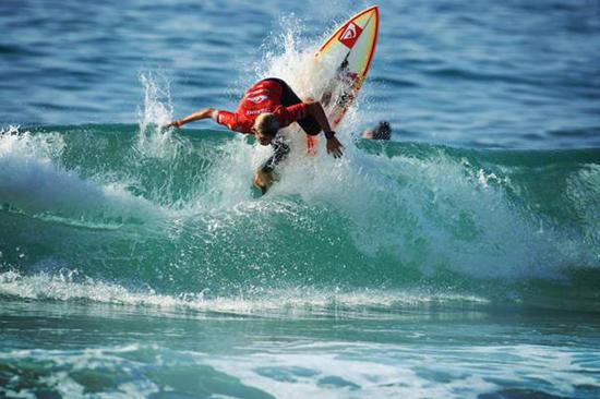 Rogue Mag Surf Leo Fioravanti - Eric Chauché / Quiksilver