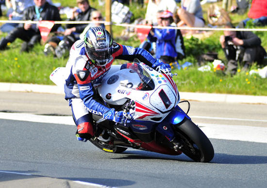 Rogue Mag Motorsport - Simon Andrews teams up with John McGuinness for Honda TT Legends team