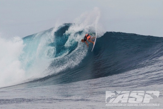 Rogue Mag Surf - Pumping Cloudbreak for Day 2 Volcom Fiji Pro - Highlights Video
