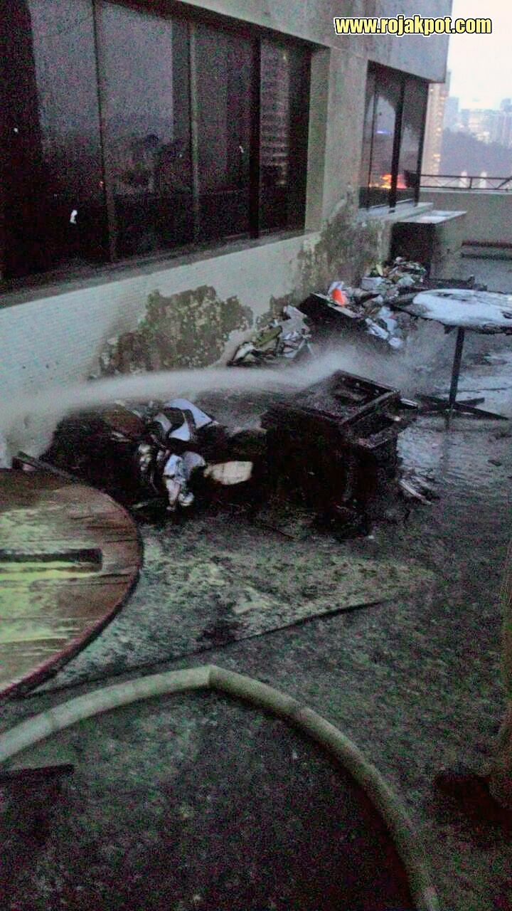 The extent of fire damage on the 10th floor of Bukit Aman (Credit : Tan Khai Beng)