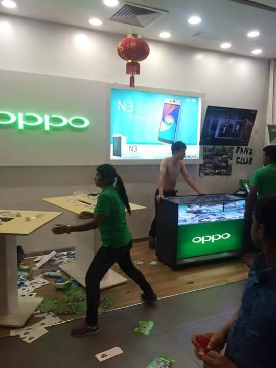 Seven Malay youths attacked this OPPO showroom in Plaza Low Yat