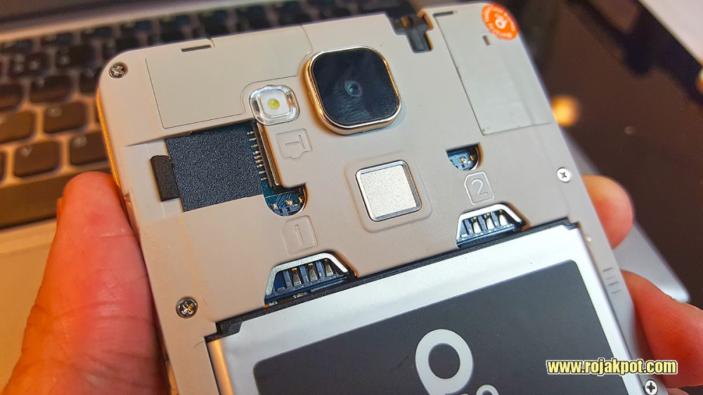 The IPRO Sight Silver comes with two SIM slots and a microSD slot