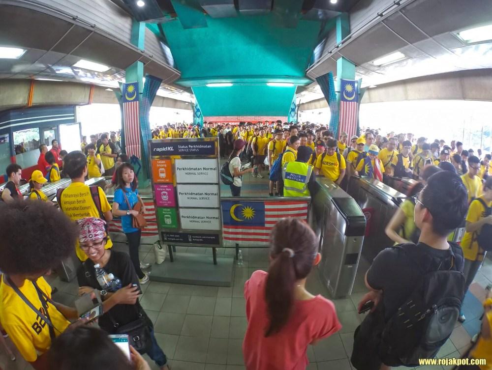 Bersih 4 Day 1 - At the Pasar Seni LRT station