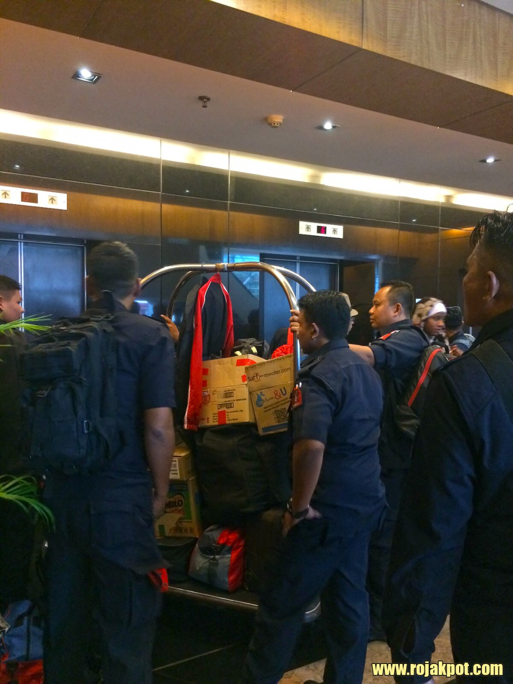 FRU personnel checking in at the Swiss Garden Hotel for Bersih 4.0