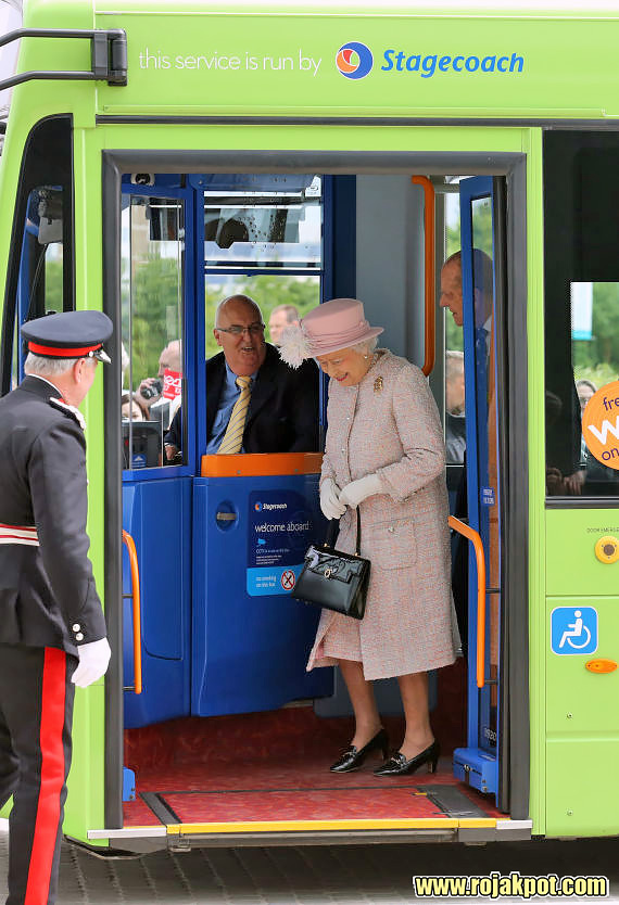 Queen Elizabeth and the Duke of Edinburgh arrives by guided bus at the Medical Research Council, Cambridge. GettyImages