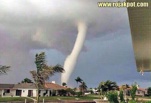 Tornado Hits Manjung, Perak