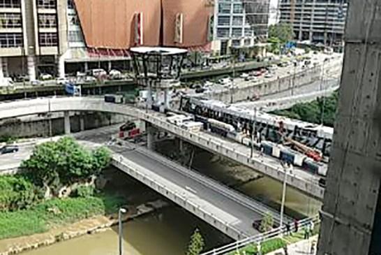 Mid Valley to KL Eco City Pedestrian Bridge Collapses