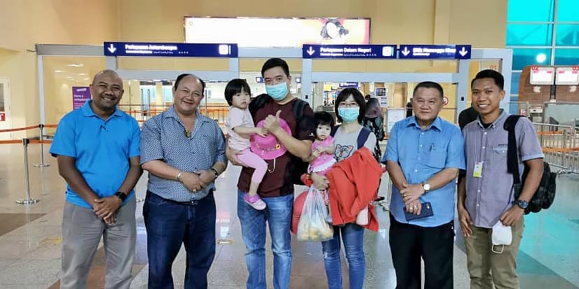 1st Wuhan Virus Survivor In Malaysia Flies Home!