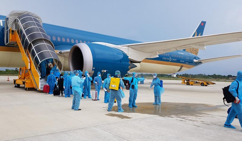Vietnam Airlines Singapore PPE Suits 02