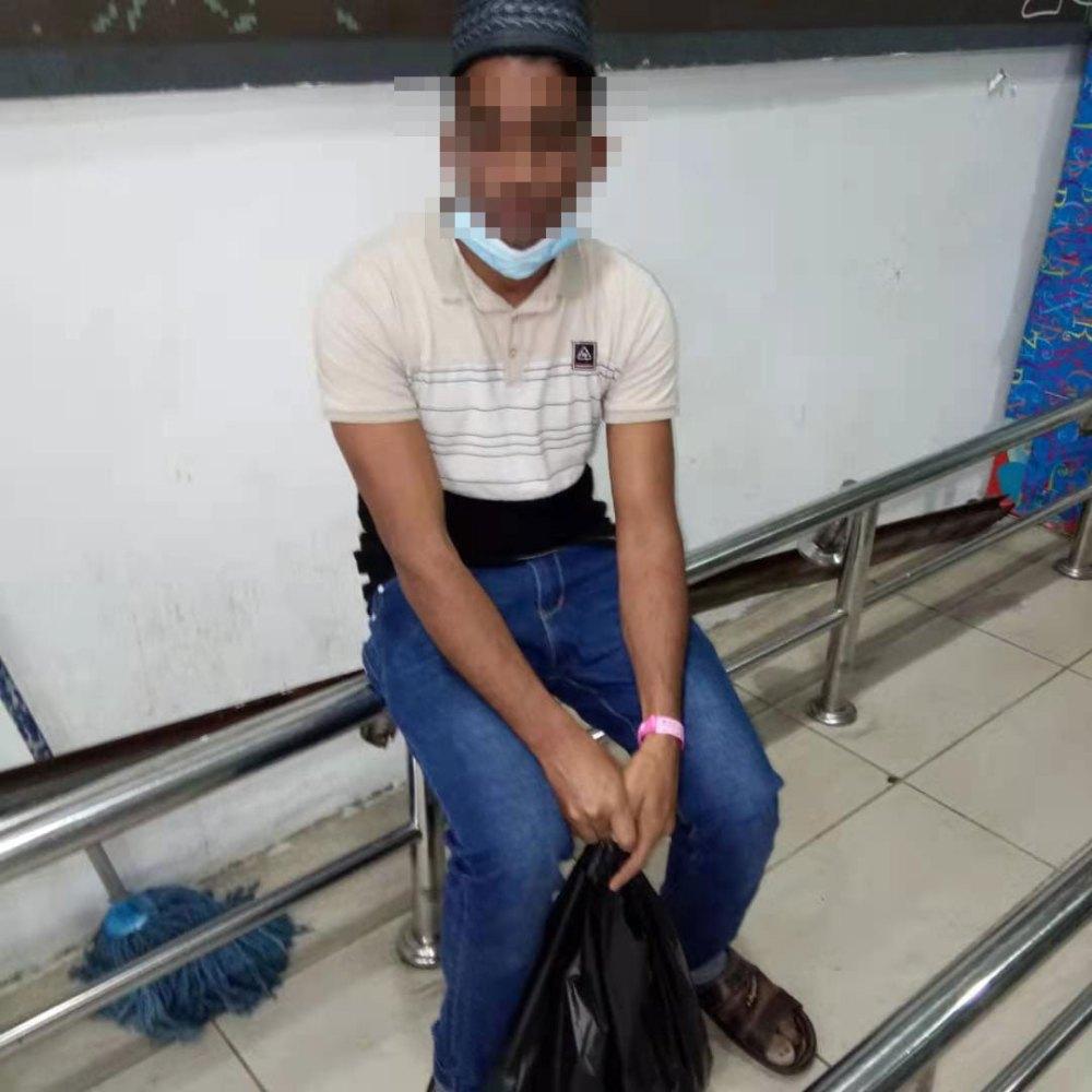 Mydin Bukit Jambul Caught Man With COVID-19 Bracelet!