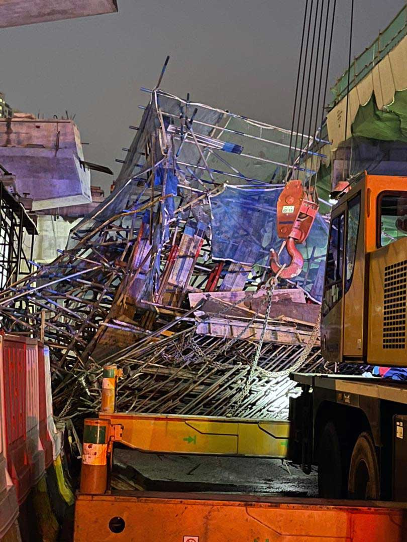NKVE Highway Slab Collapsed, Injuring Two Workers!