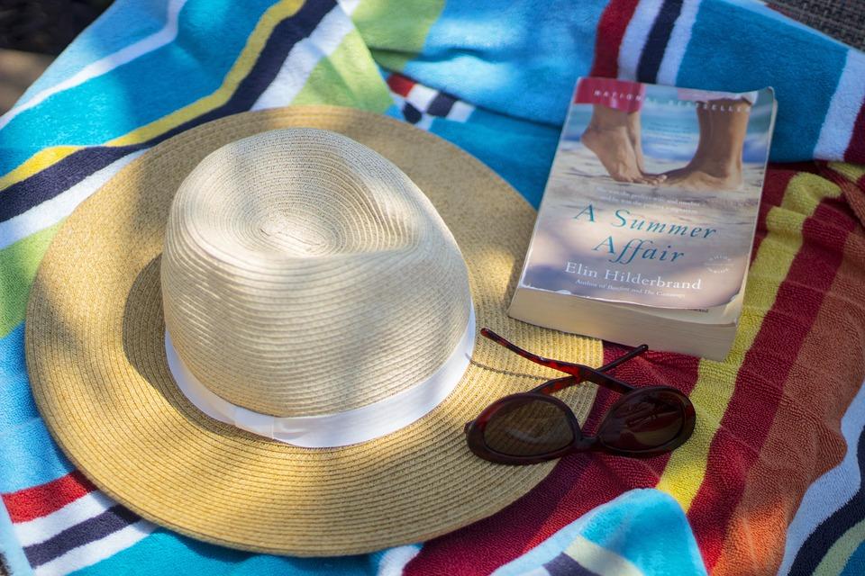 Čitanje na plaži je stiglo: Letnje avanture i novi svetovi vas zovu da im se prepustite!