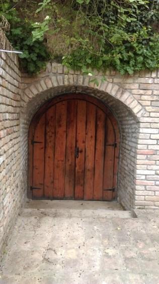 Stari ulaz u vinski podrum porodice Odeskalki
