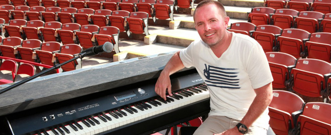Chris Tomlin with the V-Piano