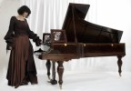 Viviana_Sofronitsky_with_copy_of_Liszt_personal_Boisselot_piano