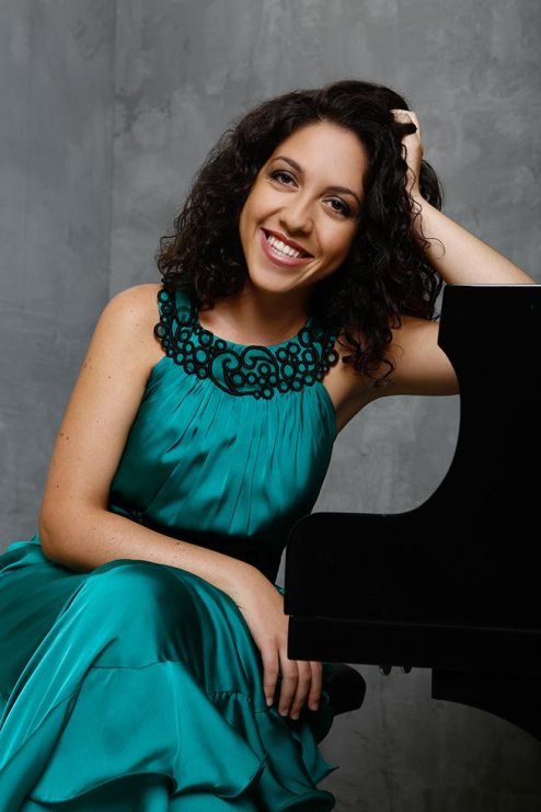 Beatrice Rana (source: www.beatriceranapiano.com; © Marie Staggat)