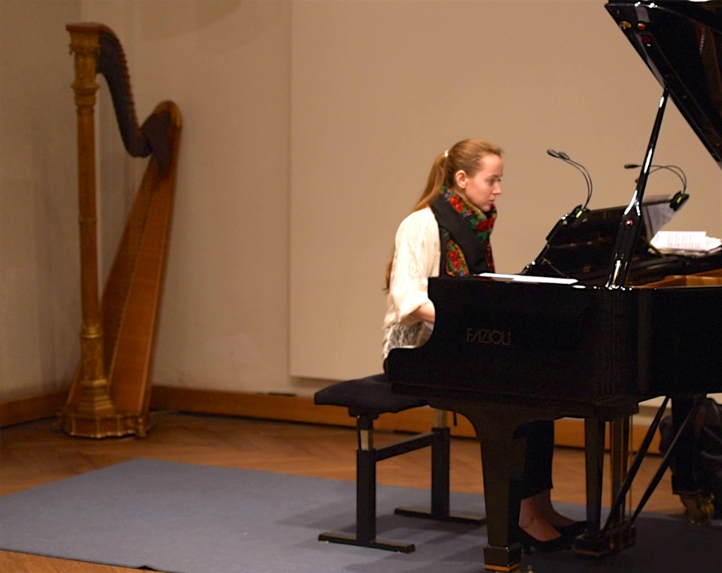 Oxana Shevchenko, rehearsing @ Jecklin Forum, Zurich, 2017-02-03 (© Rolf Kyburz)