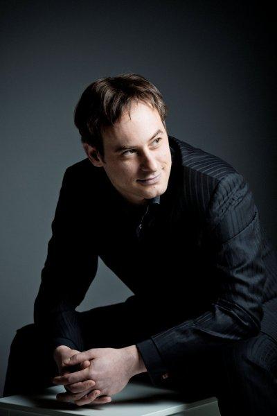 Jonathan Cohen, Conductor (photo: Marco Borggreve)