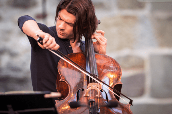 Gautier Capuçon (source: gautiercapucon.com; © Gregory Batardon)