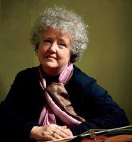 Monica Huggett (© Los Angeles Chamber Orchestra)