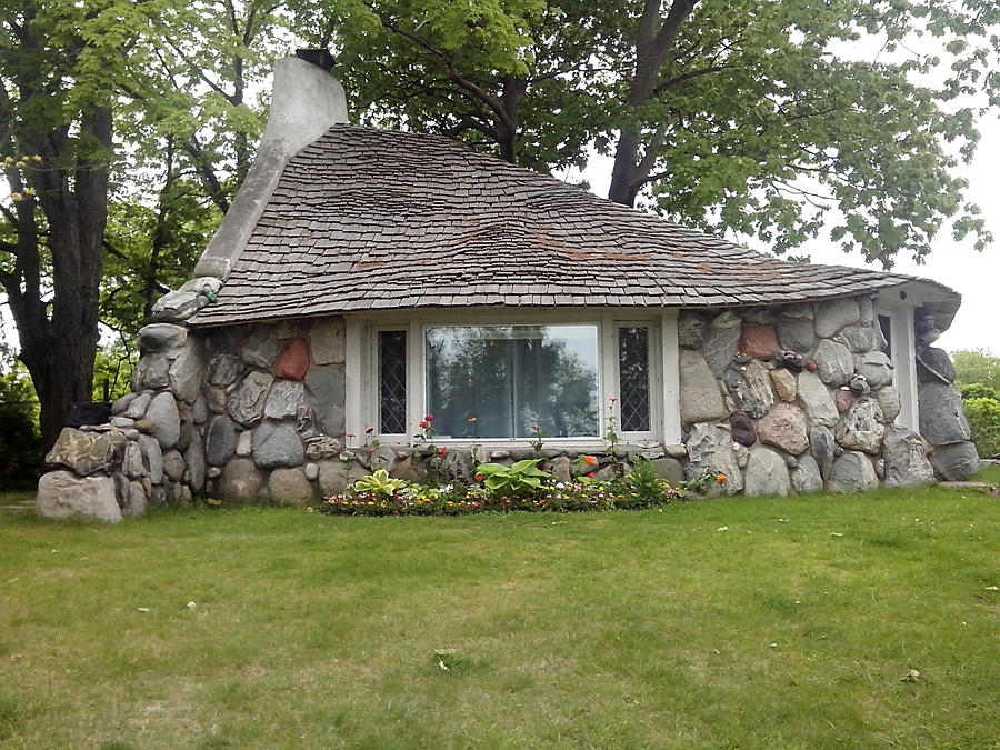 Hobbit House by Earl Young