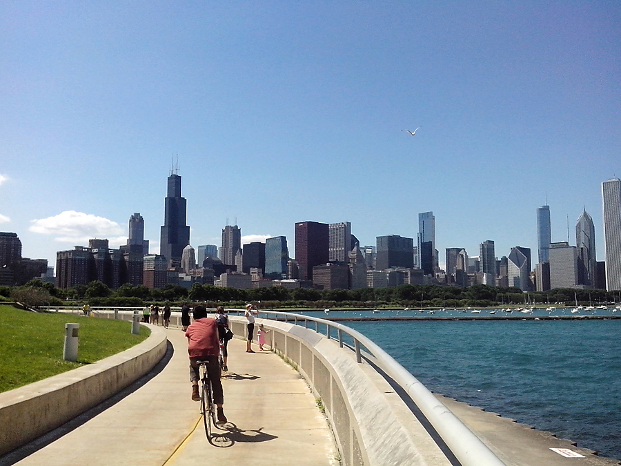 Lakefront Trail beside Shedd Aquarium