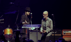 See Dave Navarro Present Moby With Rock to Recovery Icon Award