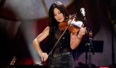 Amanda Shires Talks John Prine Advice, Jason Isbell Guitars on 'Walking the Floor'