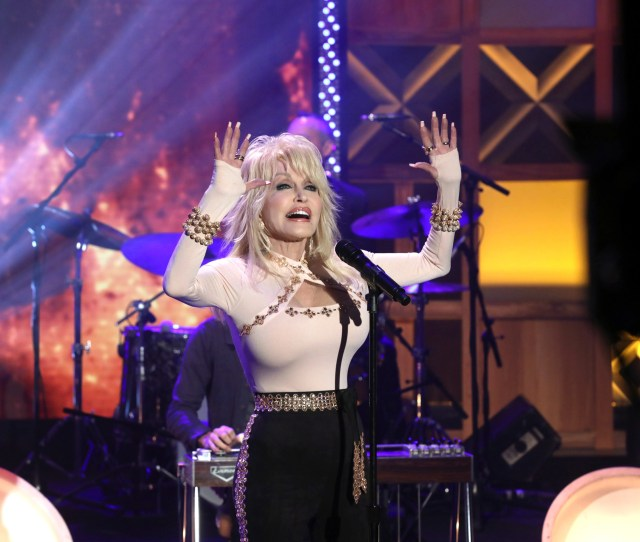 Dolly Parton Performs Girl In The Movies On The Ellen Degeneres Show