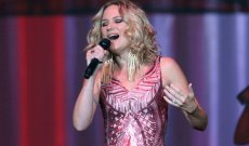 Hear Jennifer Nettles' Gorgeous New Solo Song 'I Can Do Hard Things'