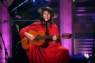 Aldous Harding Performs Serene New Song on 'Fallon'