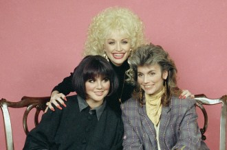 Watch Linda Ronstadt, Dolly Parton, Emmylou Harris Talk 'Trio' Genesis
