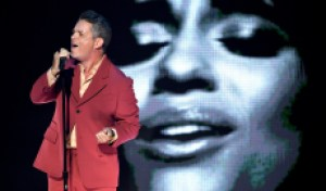 Alejandro Sanz Performs 'Mi Persona Favorita' Sans Camila Cabello at Latin Grammys