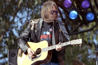 Song You Need to Know: Neil Young and Crazy Horse, 'Campaigner' Live in 1991