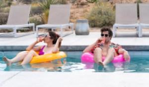 """""""棕榈泉的温泉"""":""""棕榈泉冥想""""的一天,在冰柱上"""