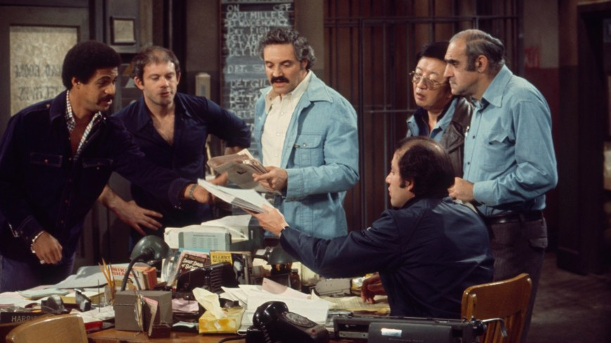 BARNEY MILLER, from left: Ron Glass, Max Gail, Hal Linden, Jack Soo, Abe Vigoda, Gregory Sierra, 1975-82. ©Four D Productions / Courtesy: Everett Collection