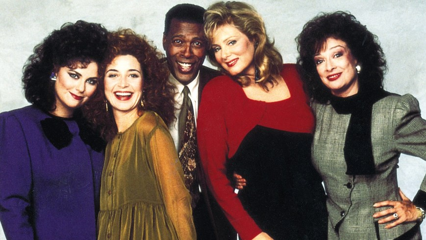 THE DESIGNING WOMEN REUNION, from left: Delta Burke, Annie Potts, Meshach Taylor, Jean Smart, Dixie Carter, aired 7/28/2003. © Lifetime TV / Courtesy Everett Collection