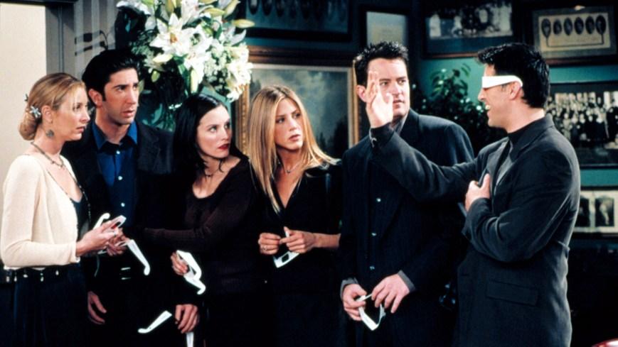 FRIENDS, Lisa Kudrow, David Schwimmer, Courteney Cox, Jennifer Aniston, Matthew Perry, Matt LeBlanc, The One With Joey's Bag, Yr5, 1998-1999, 1994 - 2004. (C)NBC/ Courtesy: Everett Collection.