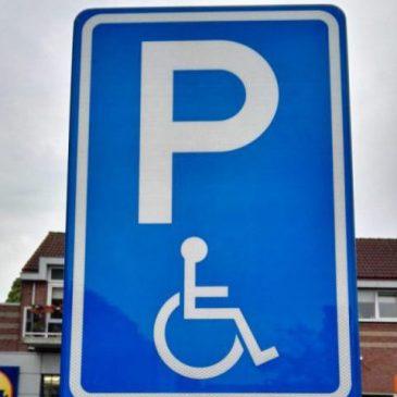 Verkeersbord voor gehandicaptenparkeerplaats