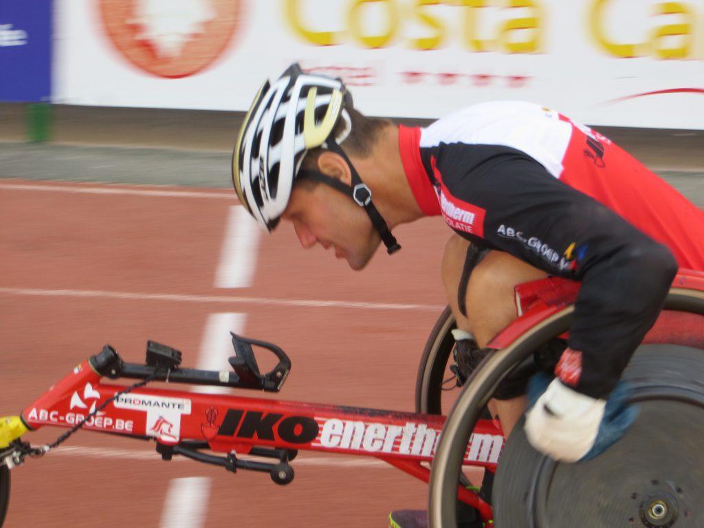 Peter Genyn racet op de 100m