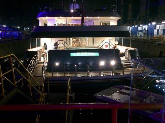 Zicht vanop de luxeboot The Legend